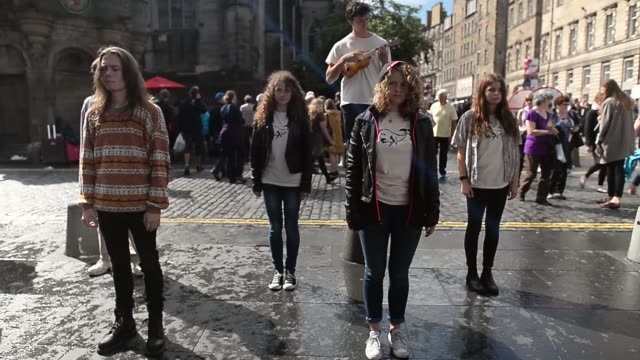 long shot street performers dance on the royal mile street entertainers perform on edinburgh's royal mile during the city's festival fringe on august... - マイル点の映像素材/bロール