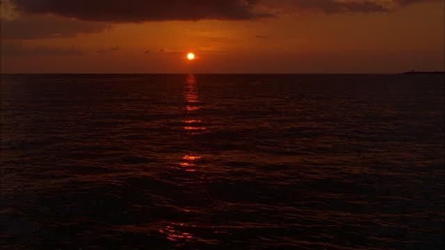 long shot sun shining over ocean at sunset / nassau, bahamas - 1996 stock videos & royalty-free footage