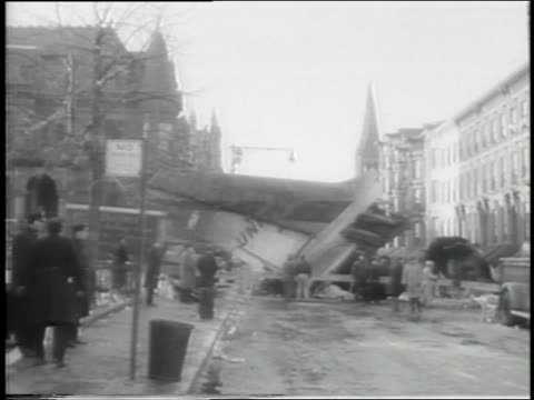 vidéos et rushes de long shot tail of airplane on brooklyn street after jet collision - 1960