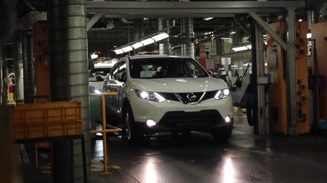 long shot the new nissan qashqai is produced on the assembly line at the nissan sunderland plant on january 22 2014 in sunderland england the qashqai... - sports utility vehicle stock-videos und b-roll-filmmaterial