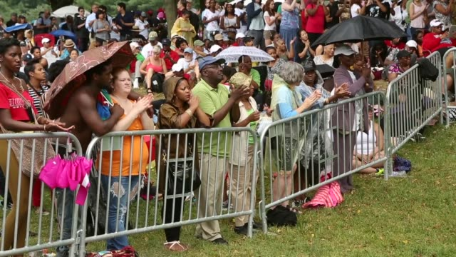 stockvideo's en b-roll-footage met long shot thousands of people gather along the reflecting pool on the national mall to listen to speakers during the event the general public was... - 50 jarig jubileum