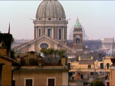 vídeos de stock e filmes b-roll de long shot tilt up from roof of building to dome of church with belfry / rome, italy - frontão triangular