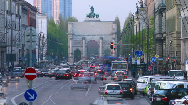 long shot time lapse view of traffic near the siegestor victory arch at twilight / munich, germany - arch architectural feature stock videos and b-roll footage