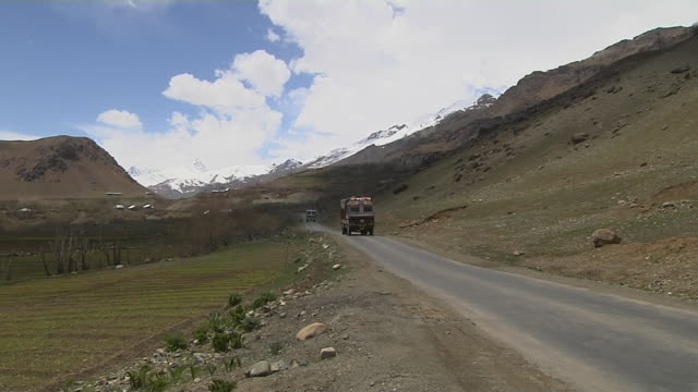 long shot truck passing kargil kashmir jammu and kashmir india - heavy goods vehicle stock videos & royalty-free footage