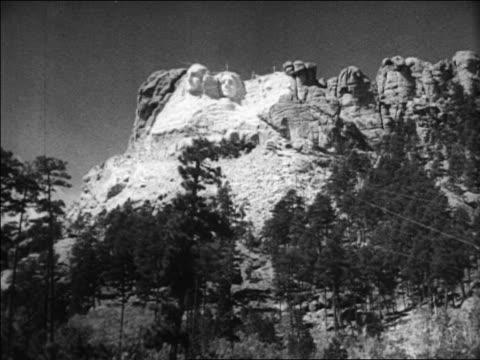 b/w 1936 long shot wide shot unfinished mt rushmore at unveiling ceremony / south dakota / newsreel - figura maschile video stock e b–roll