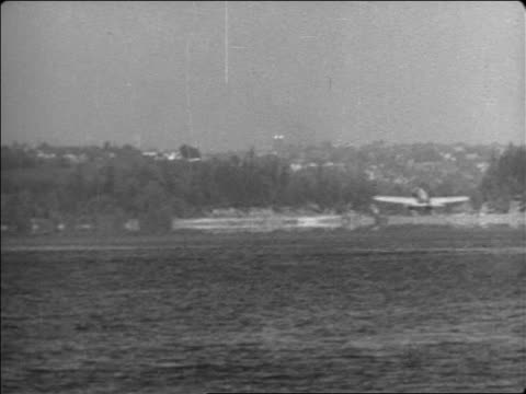 vidéos et rushes de b/w 1935 long shot wide shot will rogers' hydroplane taking off on water outdoors / documentary - 1935
