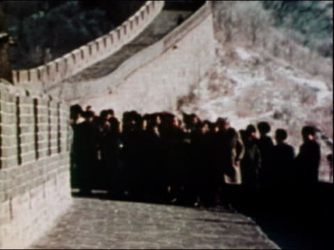 1972 long shot zoom in president richard nixon walking with crowd towards cam with crowd / china - anno 1972 video stock e b–roll
