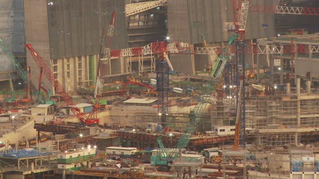 vídeos y material grabado en eventos de stock de long view of construction, singapore - menos de diez segundos