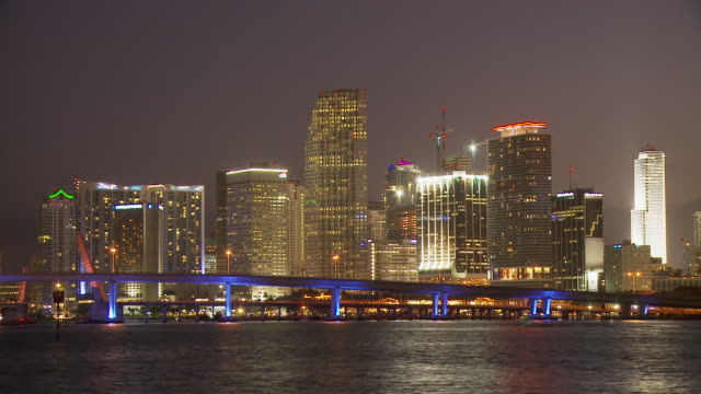 stockvideo's en b-roll-footage met long view of macarthur bridge usa - macarthur causeway bridge