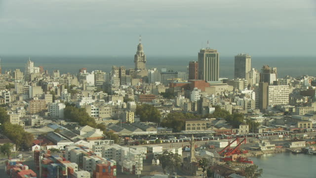 stockvideo's en b-roll-footage met a long view of palacio salvo, uruguay - uruguay