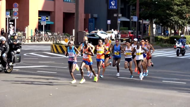 longdistance track star suguru osako finished third in the fukuoka international marathon on dec 3 posting the fifthbest time ever by a japanese... - race distance stock videos & royalty-free footage
