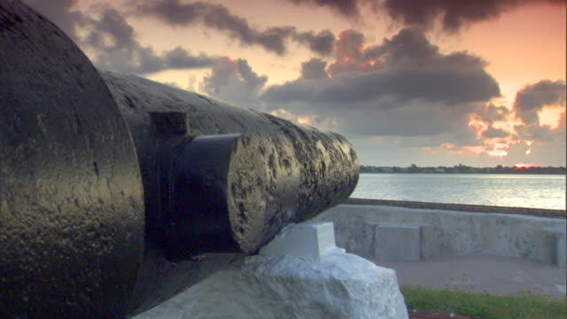 longer angled next to cannon facing charleston harbor. american civil war, federal fort, confederate, union, south, north, slavery, abolitionists. - civil war stock videos & royalty-free footage