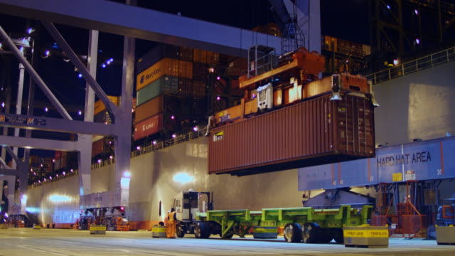 longshoremen working at night - container stock videos & royalty-free footage