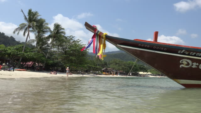 longtail boat at sandy beach - longtail boat stock videos & royalty-free footage