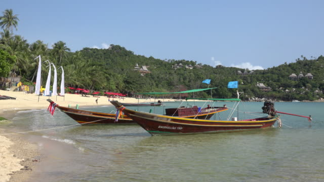 longtail boat on sandy beach - gulf of thailand stock videos & royalty-free footage