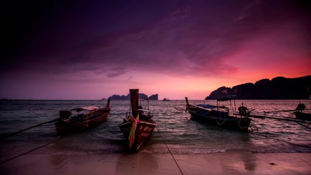long-tails on thai beach - 披披群島 個影片檔及 b 捲影像