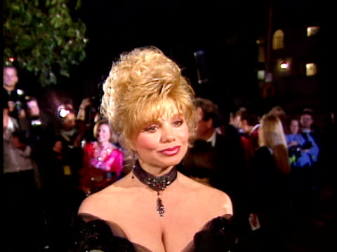 Loni Anderson talks to reporters on red carpet