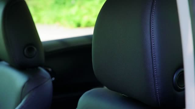 a look inside the interior and exterior of the new honda hrv - ホンダ点の映像素材/bロール