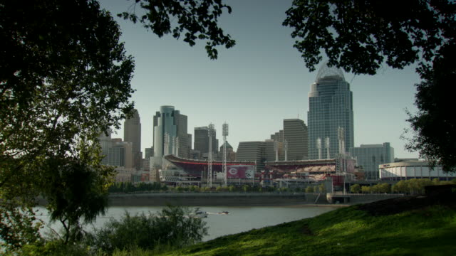 looking across the ohio river to city of cincinnati skyline and the great american ball park, cincinnati, ohio - ohio stock videos & royalty-free footage