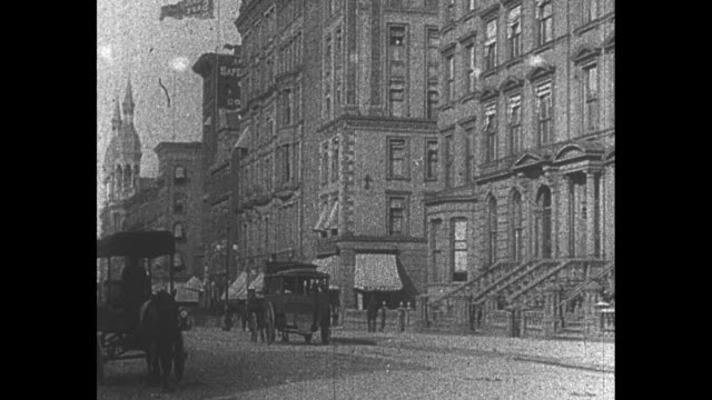 stockvideo's en b-roll-footage met looking along fifth avenue with horse drawn wagons and carriages / note exact year not known - paardenkar