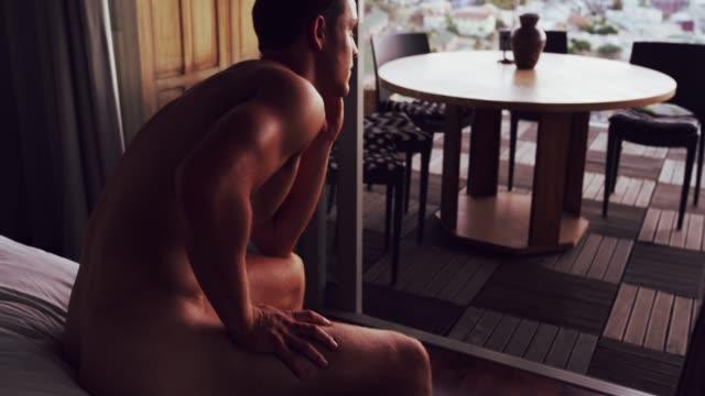 vídeos de stock e filmes b-roll de looking at a beautiful view is great for contemplating - homens pelados