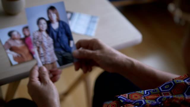 家族の写真をお探しですか - 撮影テーマ点の映像素材/bロール