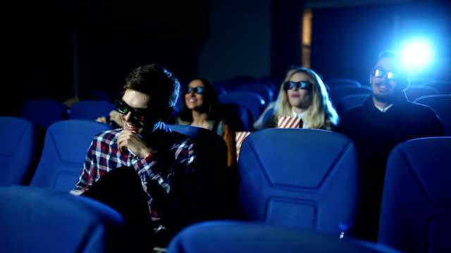 今までで最高の映画を探してください。 - 3dメガネ点の映像素材/bロール