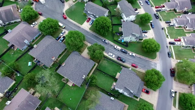 looking down aerial above homes and houses in suburb new modern development in central texas outside of austin, tx - modern rock stock videos & royalty-free footage