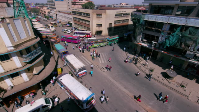 looking down at matatus at main stage bus station ronald ngala street, nairobi, kenya, africa - kenia stock-videos und b-roll-filmmaterial