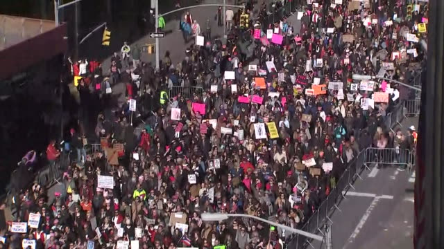 looking down at the 2nd annual women's march in new york city, looking down on sixth avenue as protesters pass. - human rights or social issues or immigration or employment and labor or protest or riot or lgbtqi rights or women's rights stock videos & royalty-free footage