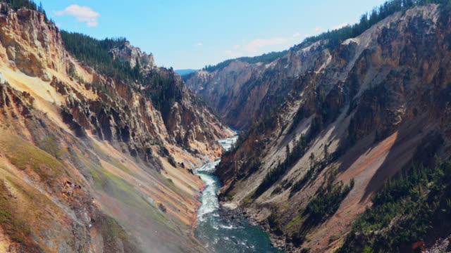 vídeos de stock, filmes e b-roll de looking down from the crest of lower yellowstone falls with a spectacular view of the grand canyon of the yellowstone. - erodido