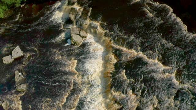 looking down on main waterfall, aysgarth, north yorkshire, england - audio disponibile sulla versione digitale video stock e b–roll