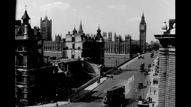 looking down on westminster bridge facing north, big ben and houses of parliament in background / buckingham palace with parade in front. parliament... - london bridge england stock videos & royalty-free footage