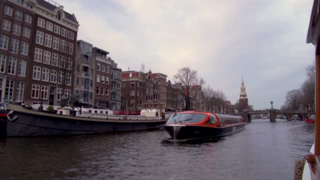 vidéos et rushes de looking forward from boat on canal in amsterdam, netherlands - amsterdam