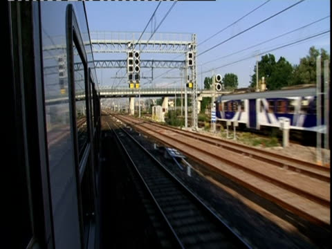 pov looking out of train window on way to venice, italy (sound available) - ferrovia video stock e b–roll