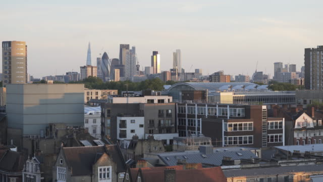 looking over london rooftops, at dusk. towards the city skyline. - hackney stock videos & royalty-free footage