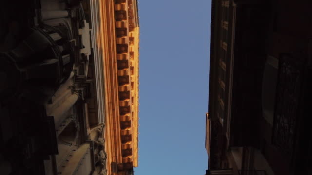 stockvideo's en b-roll-footage met looking up at ancient buildings - malta - valletta