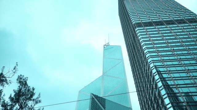 vídeos y material grabado en eventos de stock de buscando edificio corporativo - inclinado hacia abajo