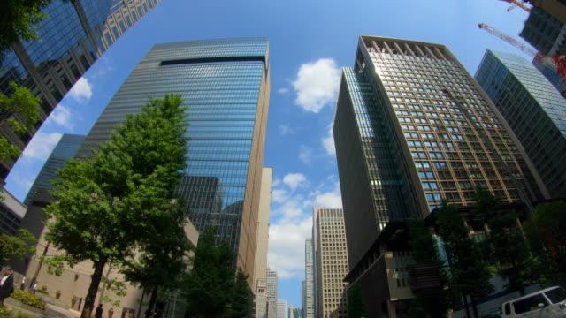 超高層ビルの眺めを見上げる - office block exterior点の映像素材/bロール