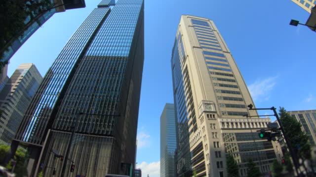 超高層ビルの眺めを見上げる - 社会問題点の映像素材/bロール