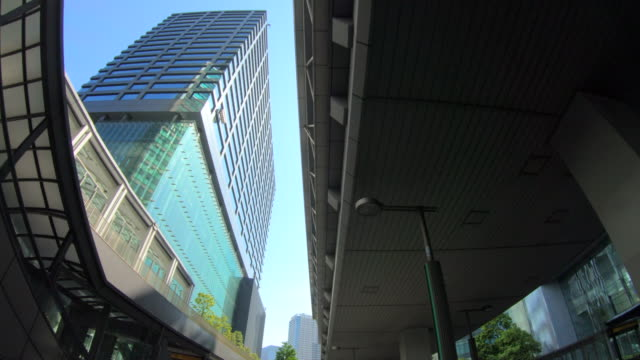 vídeos y material grabado en eventos de stock de mirando hacia arriba vista de rascacielos - transporte terrestre
