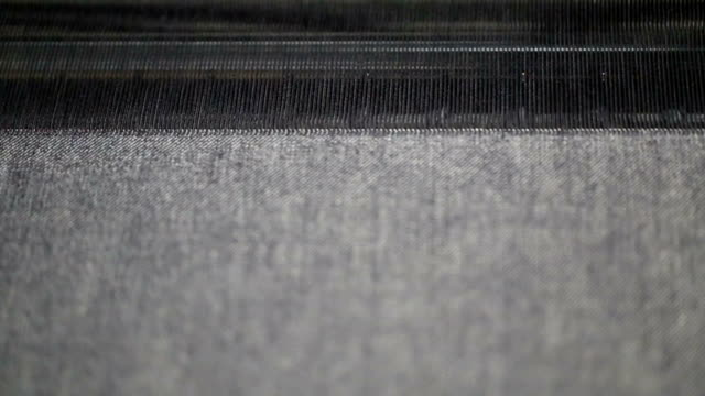 stockvideo's en b-roll-footage met weefgetouw onder werken in de werkplaats van denim - polyester