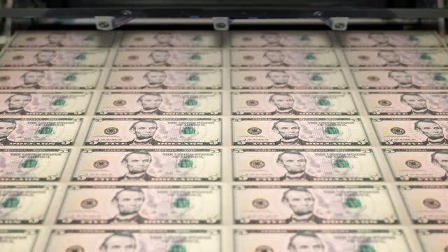 loopable close-up of printing $5 dollar bills, bureau of engraving and printing - five dollar bill stock videos & royalty-free footage
