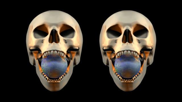 vídeos de stock e filmes b-roll de loopable, dia das bruxas, crânio com globo de terra - cabeça humana