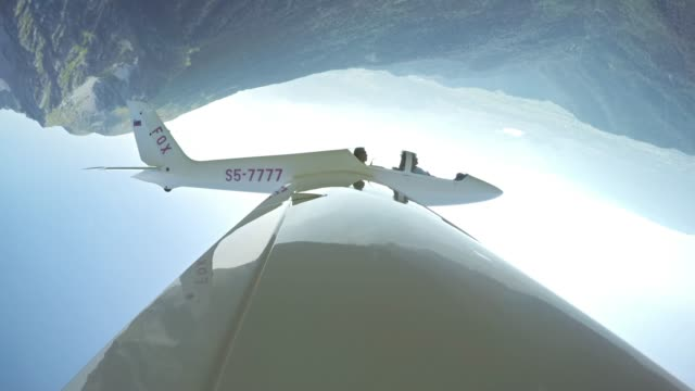 ld looping glider in sunshine viewed from one of the wings - glider stock videos & royalty-free footage