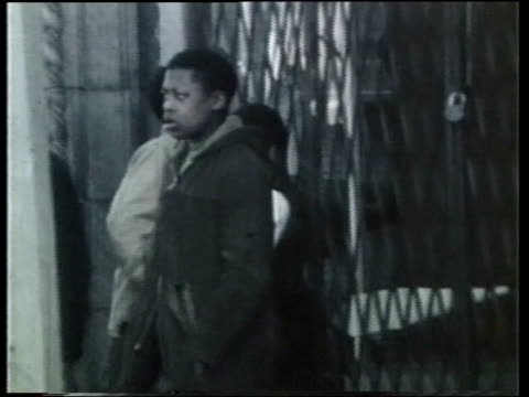 wgn looters during riots in chicago after mlk assassination - 1968年点の映像素材/bロール