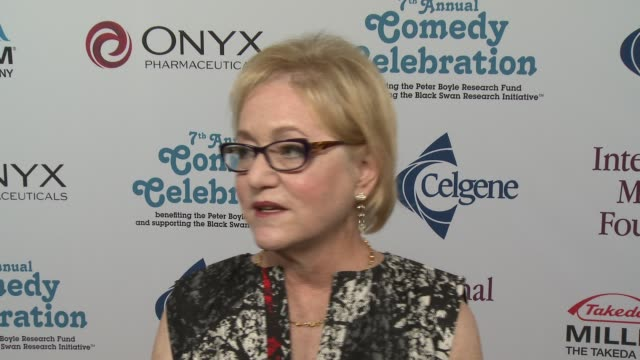 loraine boyle on ray romano at international myeloma foundation 7th annual comedy celebration benefiting the peter boyle research fund & supporting... - peter boyle stock videos & royalty-free footage