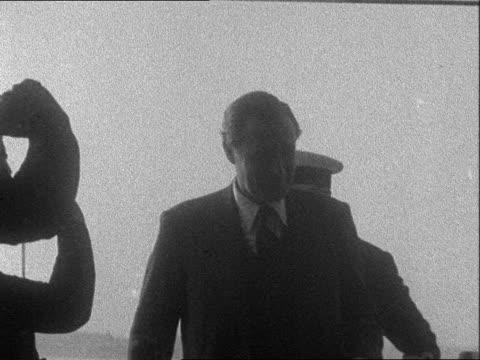 vídeos y material grabado en eventos de stock de lord and lady mountbatten in portsmouth; england: hampshire: portsmouth: ext launch towards / lord mountbatten and wife edwina mountbatten, with... - hampshire