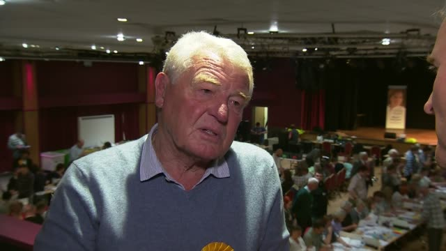 stockvideo's en b-roll-footage met lord ashdown interview / vote count and declaration in yeovil england somerset yeovil int lord ashdown interview sot / various shots of votes being... - yeovil