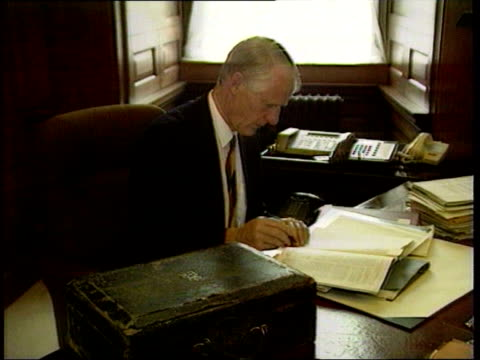 stockvideo's en b-roll-footage met lib lord butler sitting working at desk - huishoudelijke dienstverlening